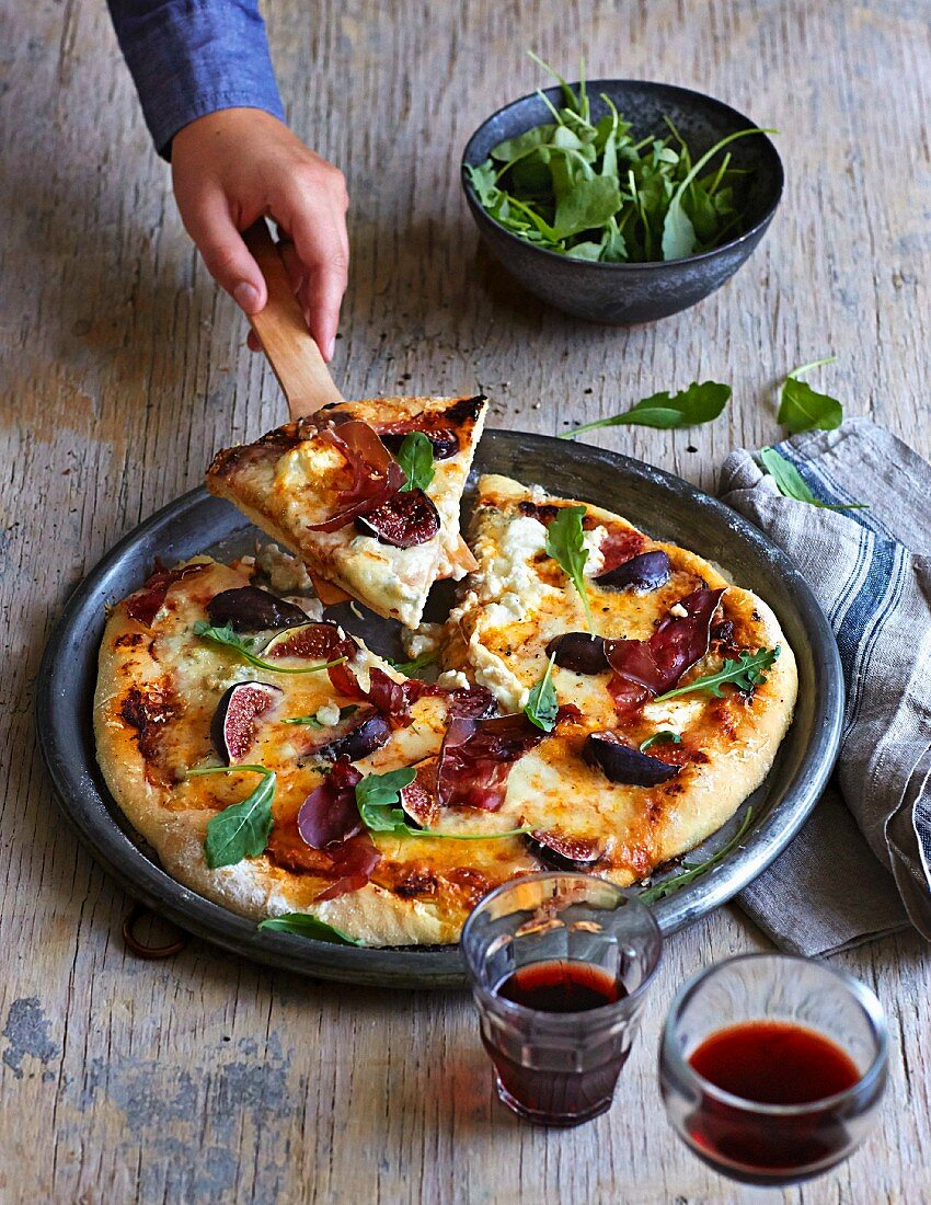 Pizza bianca with four types of cheese, air-dried beef and figs
