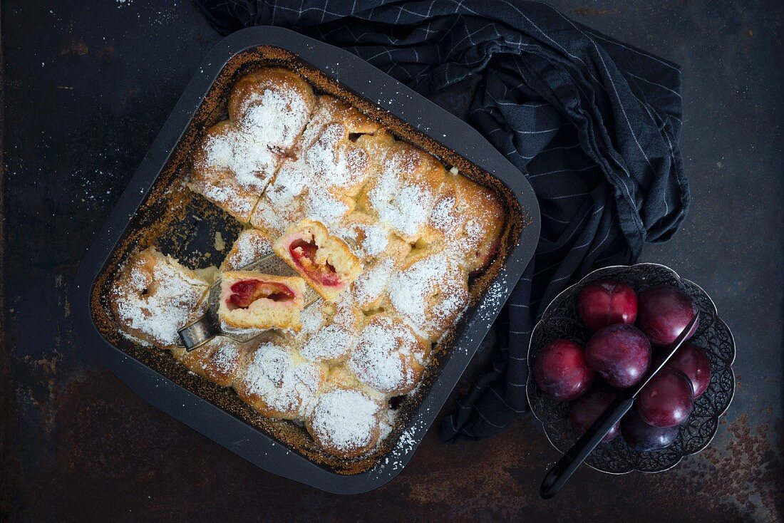 Vegan plum 'Buchteln' (baked, sweet yeast dumplings) in a baking tin