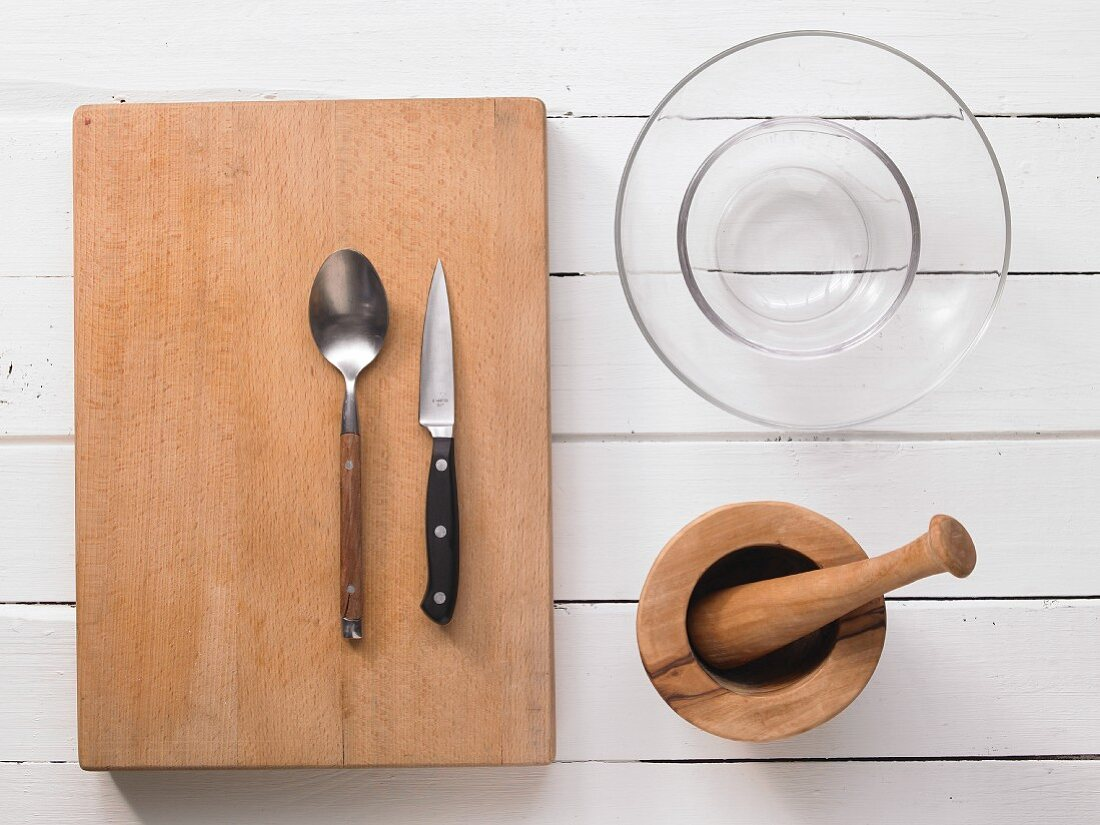 Küchenutensilien für Salatzubereitung