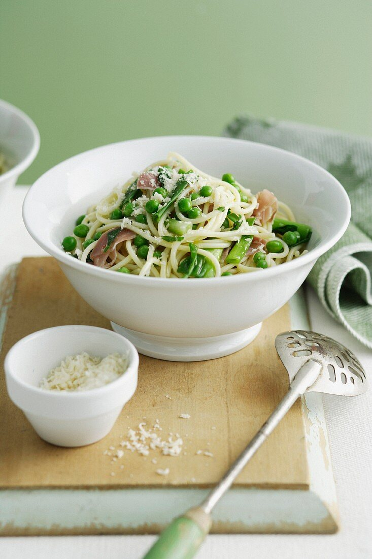 Spaghetti with Peas and Spring Onions