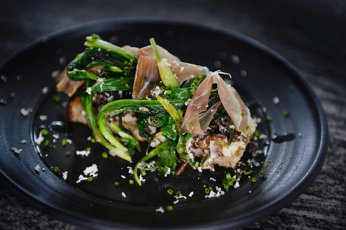 Morels on toast with ramson and dried ham