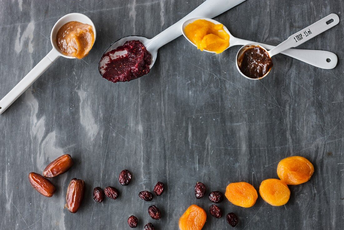 Vegan pastes for sweetening: date, cranberry and apricot