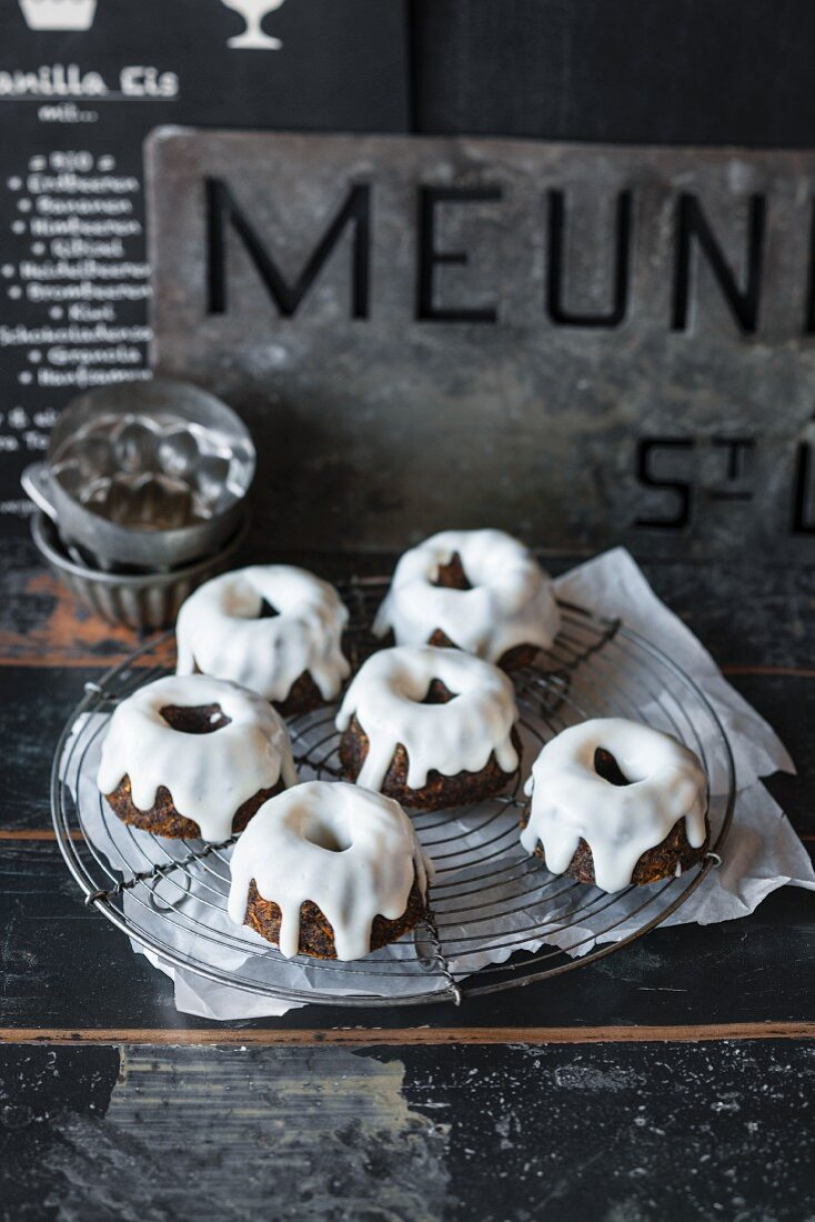 Vegan mini poppy seed 'Guglhupf' (Bundt) cakes with lemon icing