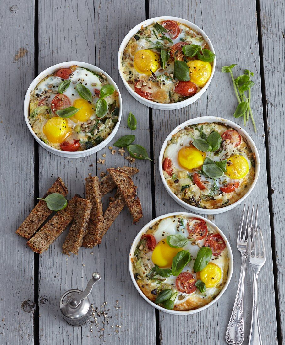 Gratinated vegetables and eggs (vegetarian)