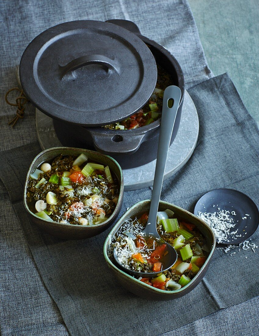 Black cabbage stew with fennel and mushrooms (low carb)