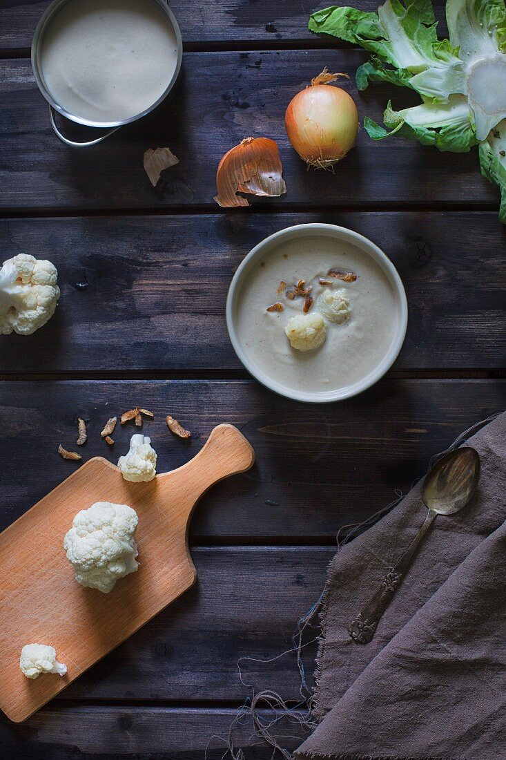 Cauliflower soup with roasted onions