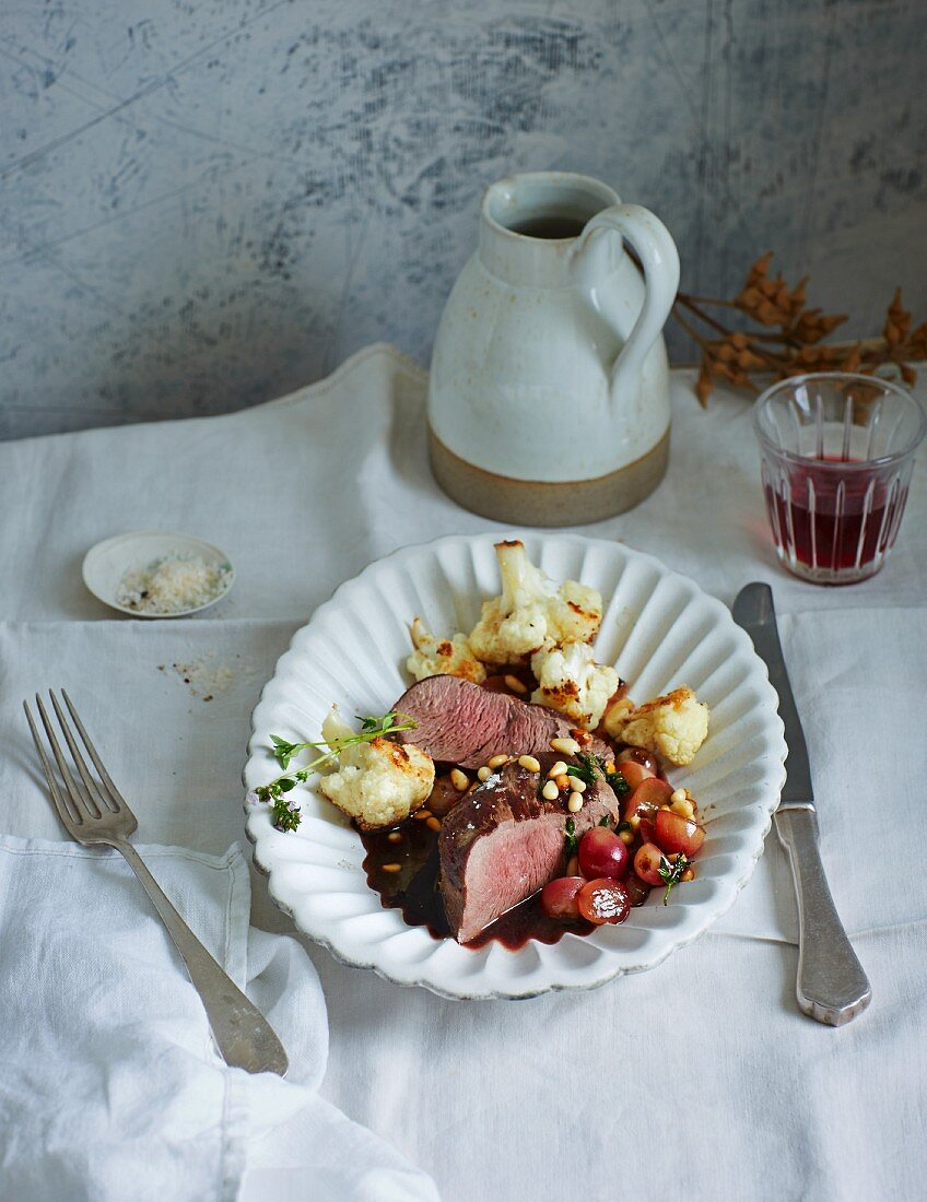 Saddle of venison with grapes and baked cauliflower (low carb)