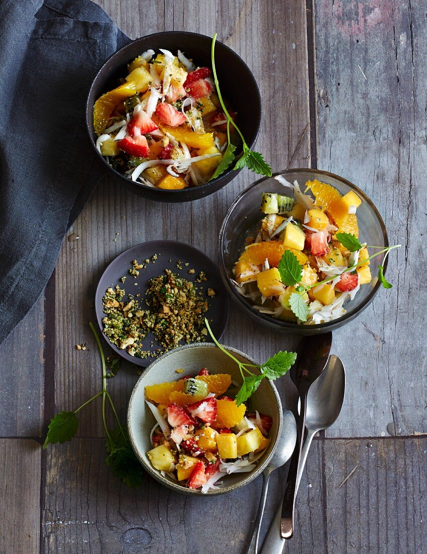 Fruit salad with coconut and lemon balm pesto (low carb)