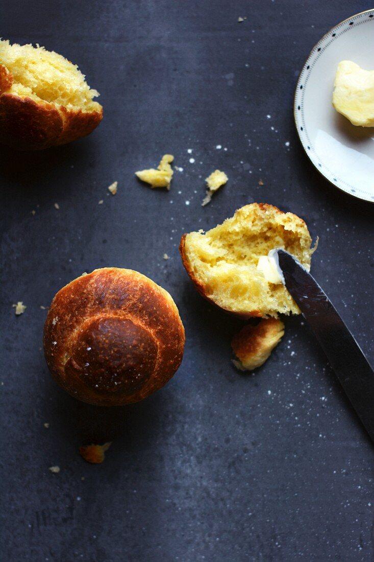 Brioche mit Butter