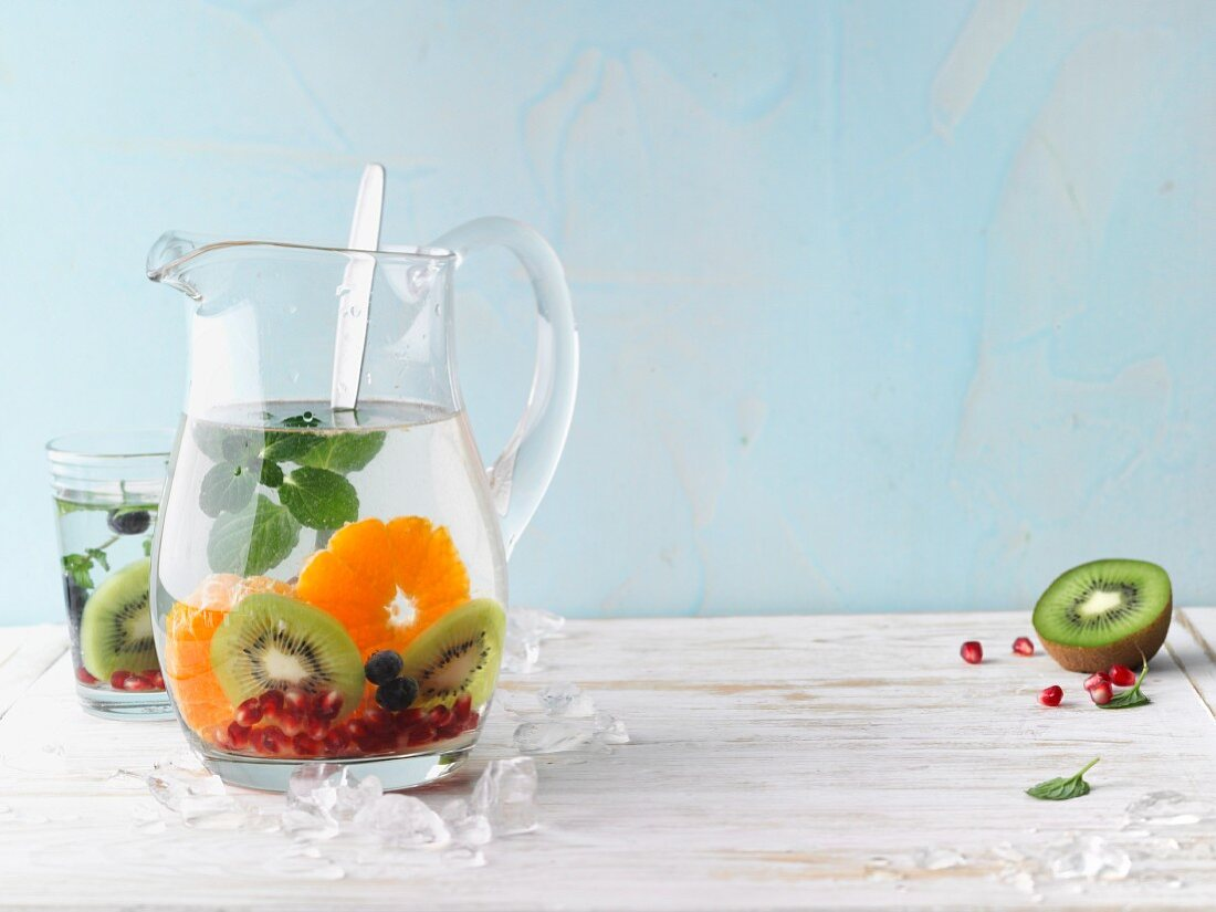Flavoured water with fresh fruits