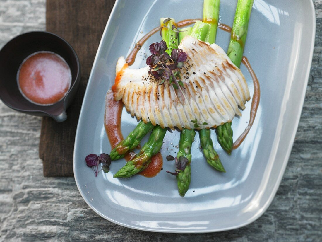 Roasted venison on red peppers with steamed green asparagus
