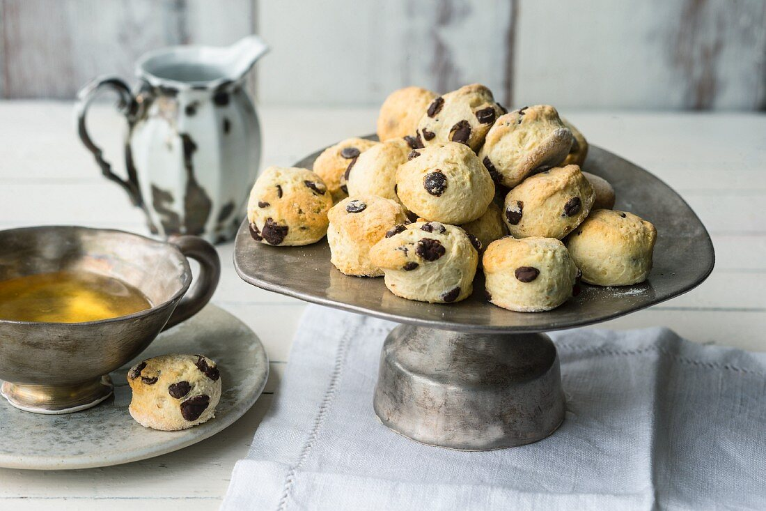 Quick mini scones with chocolate chips