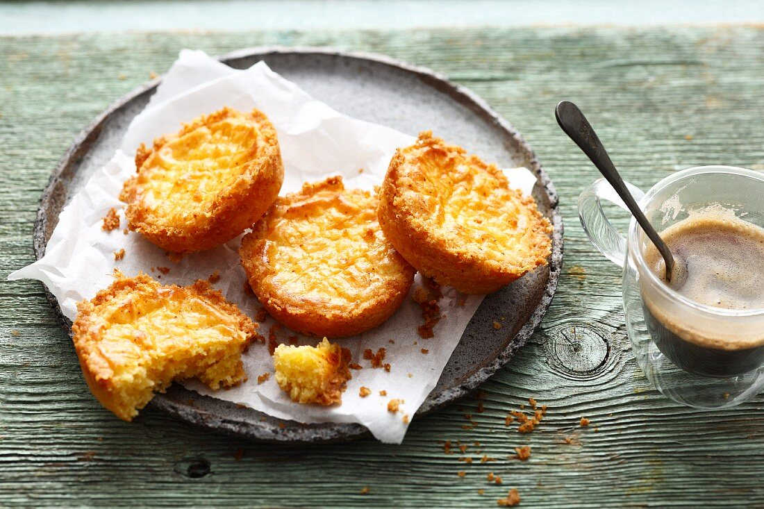 Mini Breton butter cakes served with coffee