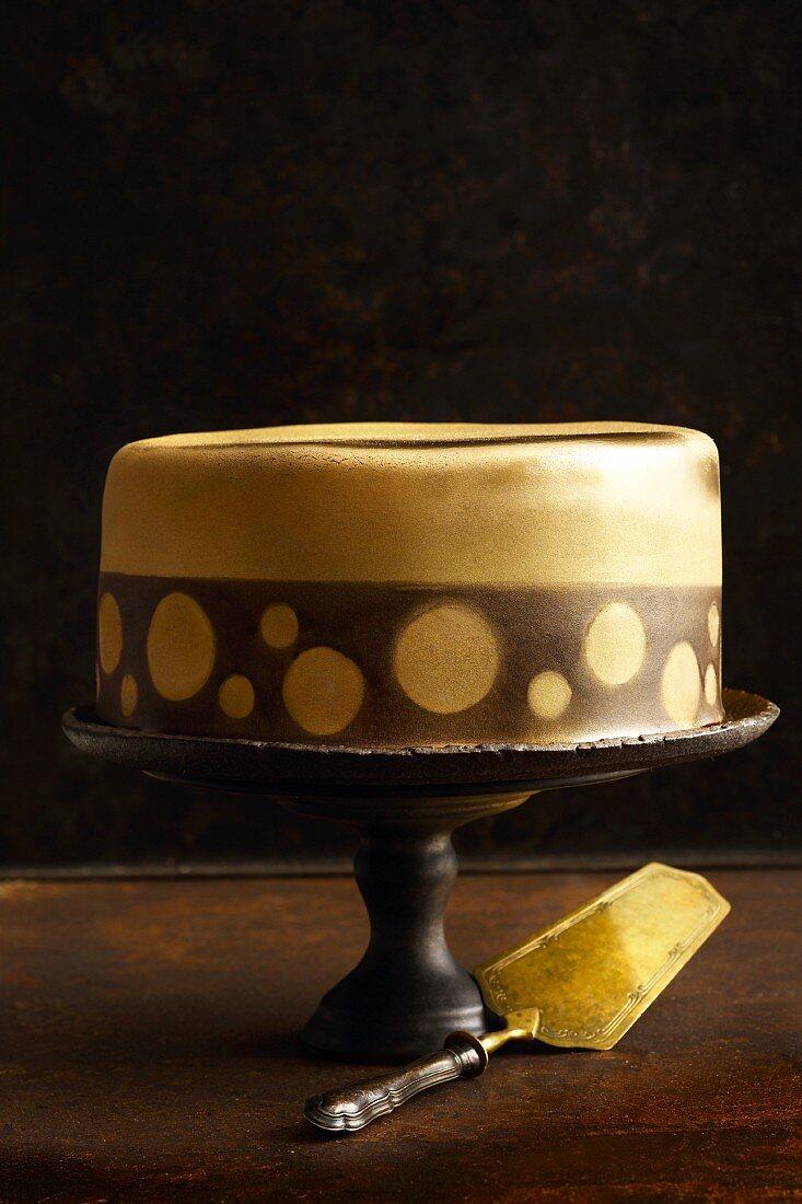 'Gold Rush' airbrushed caramel cake