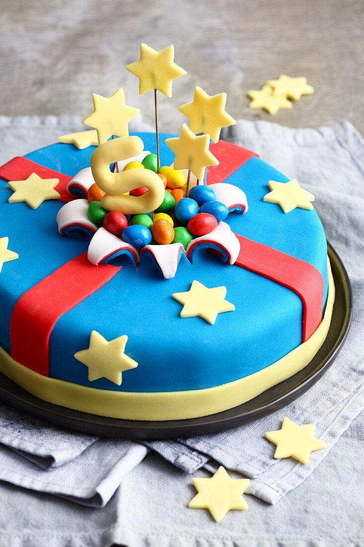 A fondant icing birthday cake with stars for little heroes