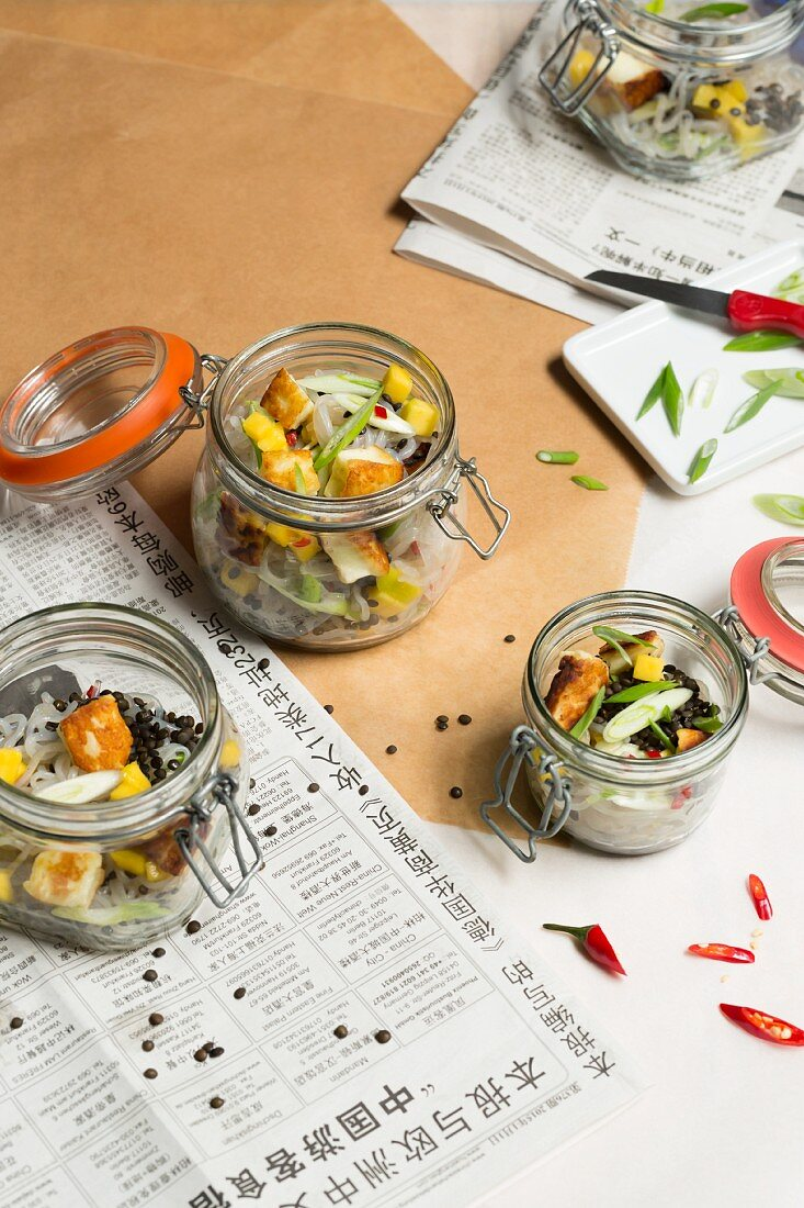 Lentil and Shirataki noodle salad with halloumi in a to-go jar (low carb)