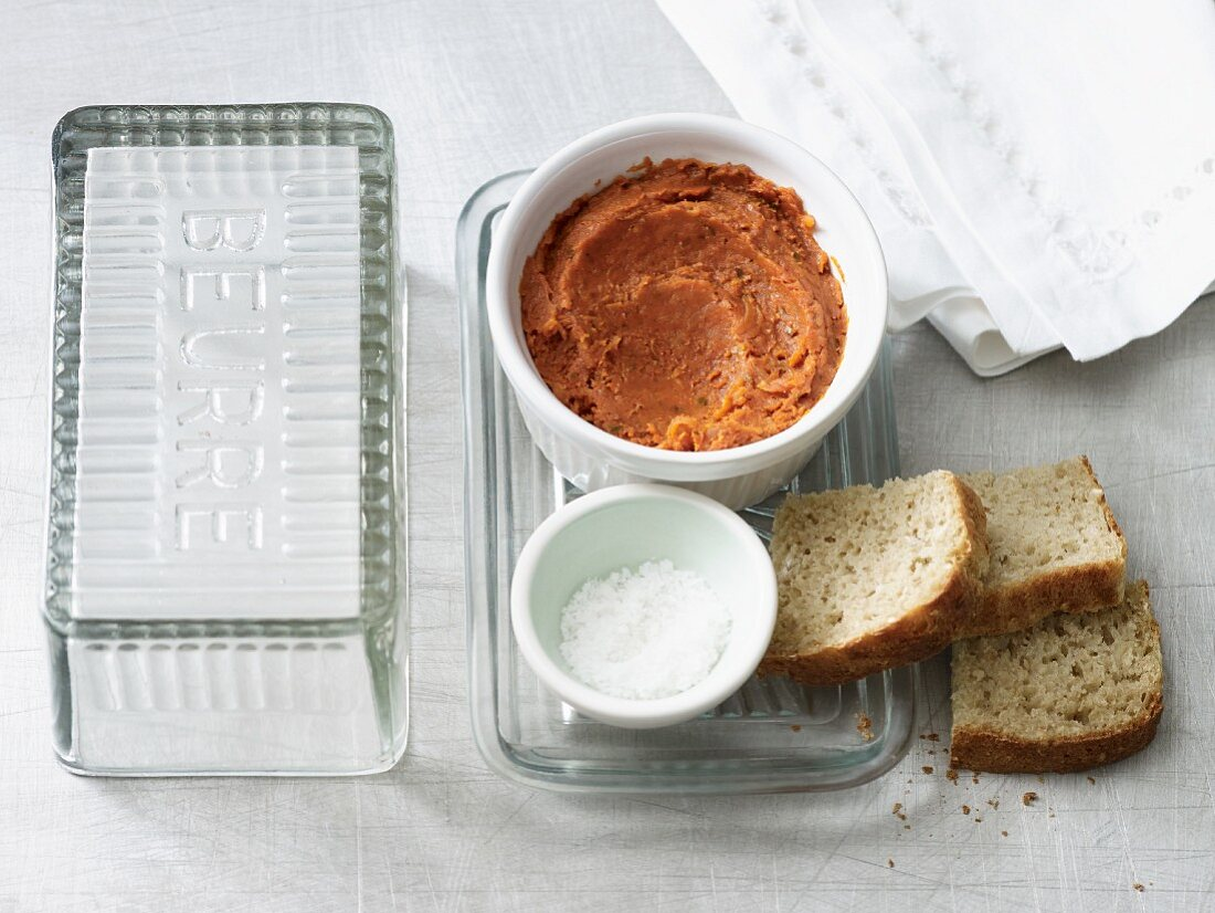Spicy carrot butter with tomato puree (lactose-free)