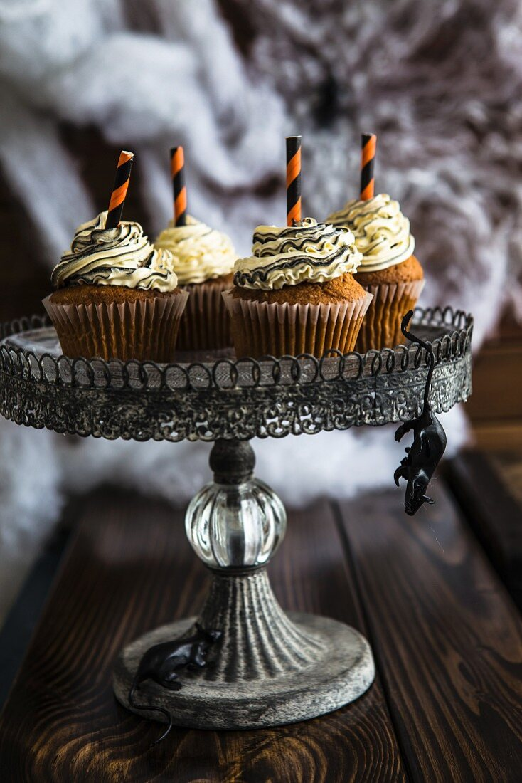 Halloween cupcakes on a cake stand