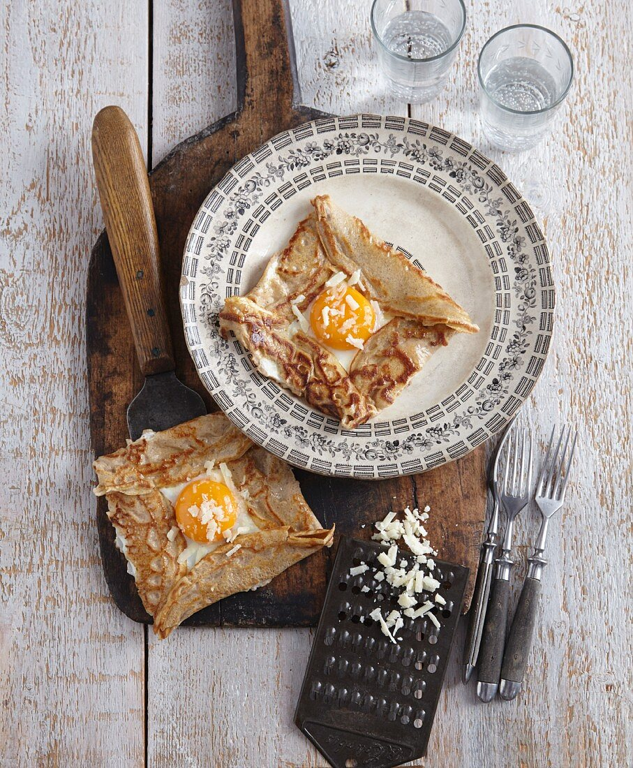 Galettes with fried egg and cheese (Brittany, France)