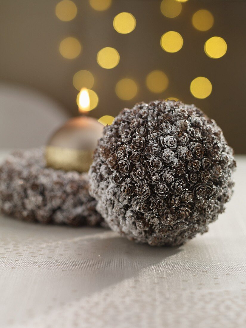 A Christmas bauble and a wreath with a golden candle