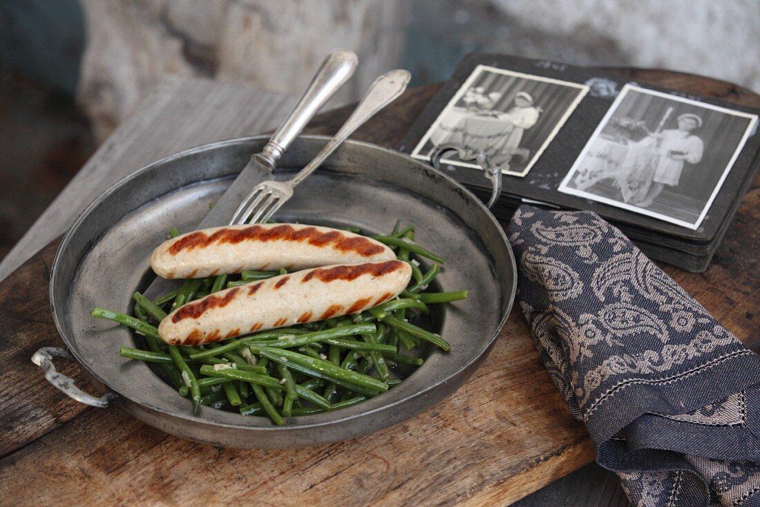 Thüringer Bratwürste mit lauwarmem Bohnensalat