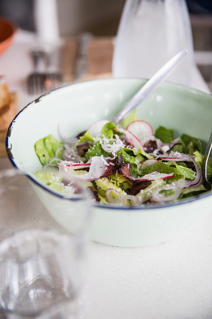 Mixed salad with radish and grated cheese