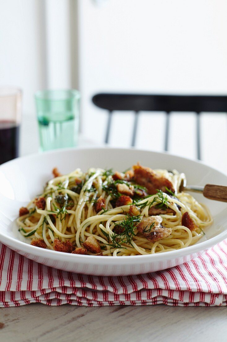 Spagetti with sardines capers