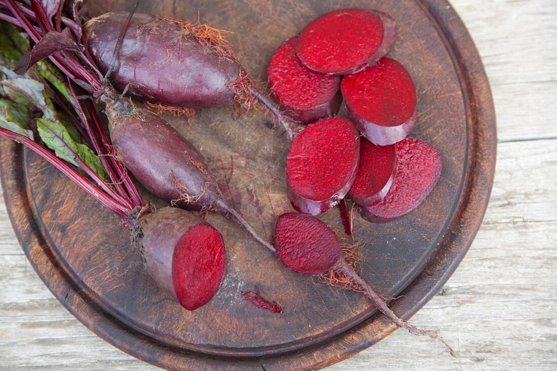 Forono beetroots, whole and sliced