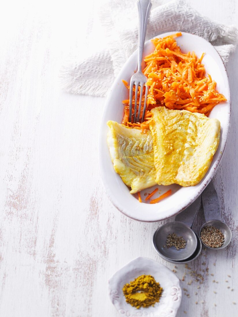 Cod fillets with curry and carrot salad (no carb)