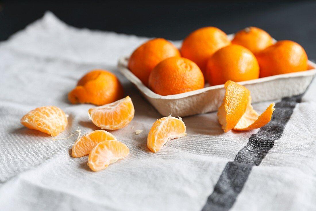 Clementinen, ganz und geschält