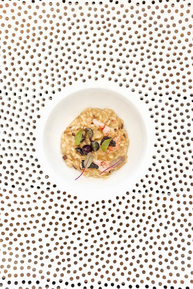 Gericht aus dem Quattro Passi in Nerano: Risotto mit Garnelen, Pilzen und Blaubeeren, Amalfiküste, Italien