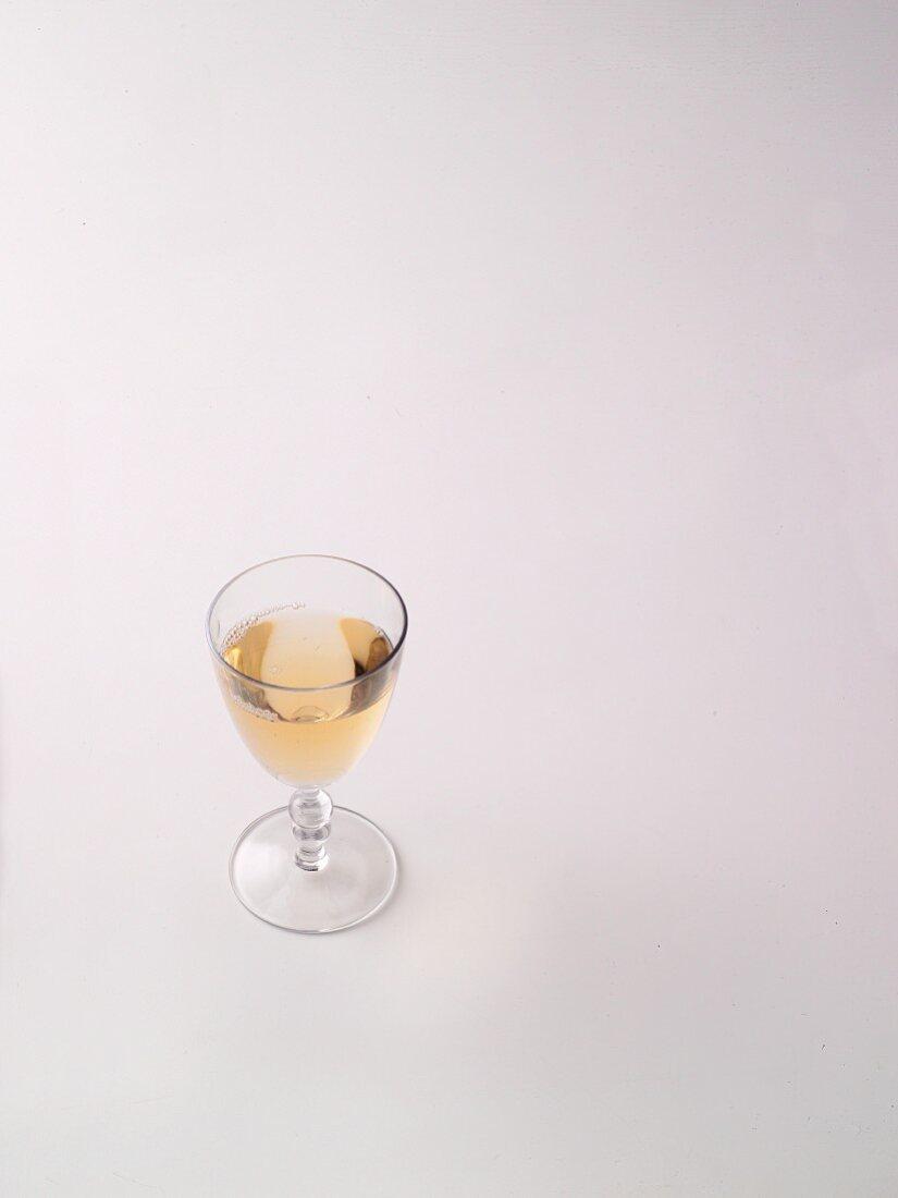 A glass of wormwood wine (à la Hildegard von Bingen)