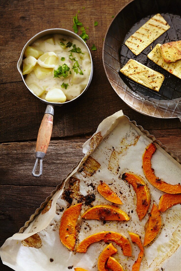 Oven-baked pumpkin with lime potatoes
