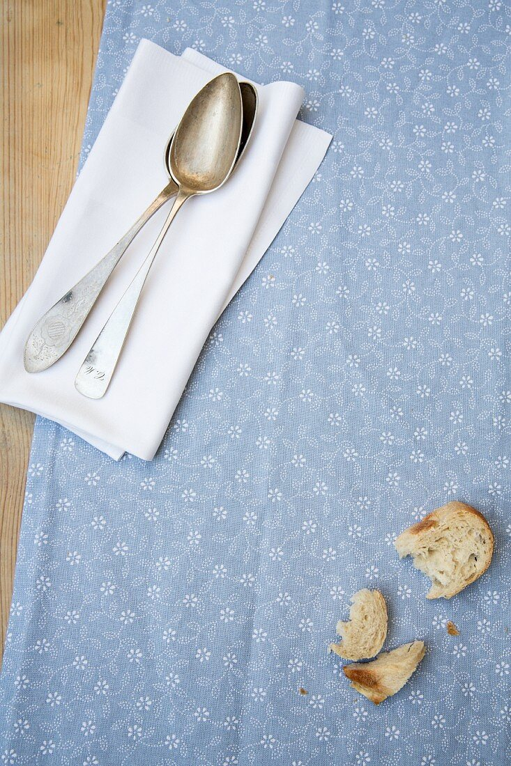 Pieces of bread and napkins with spoons