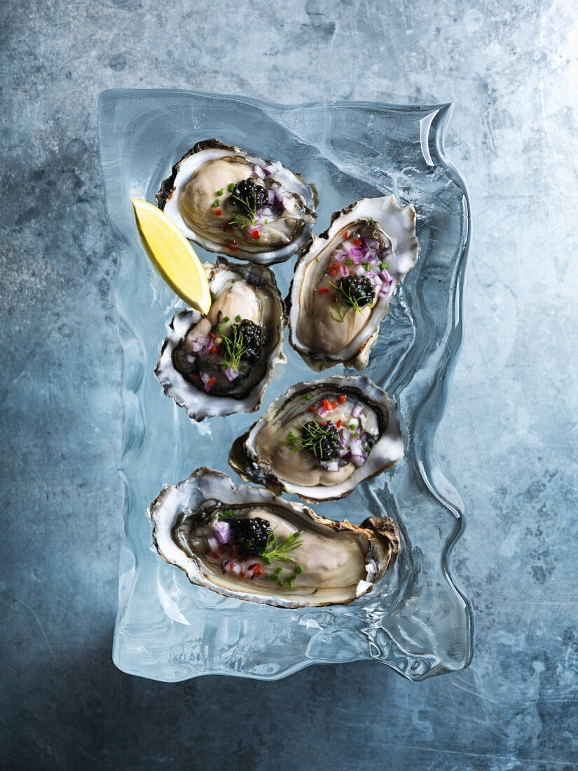 Fresh oysters with caviar (seen from above)