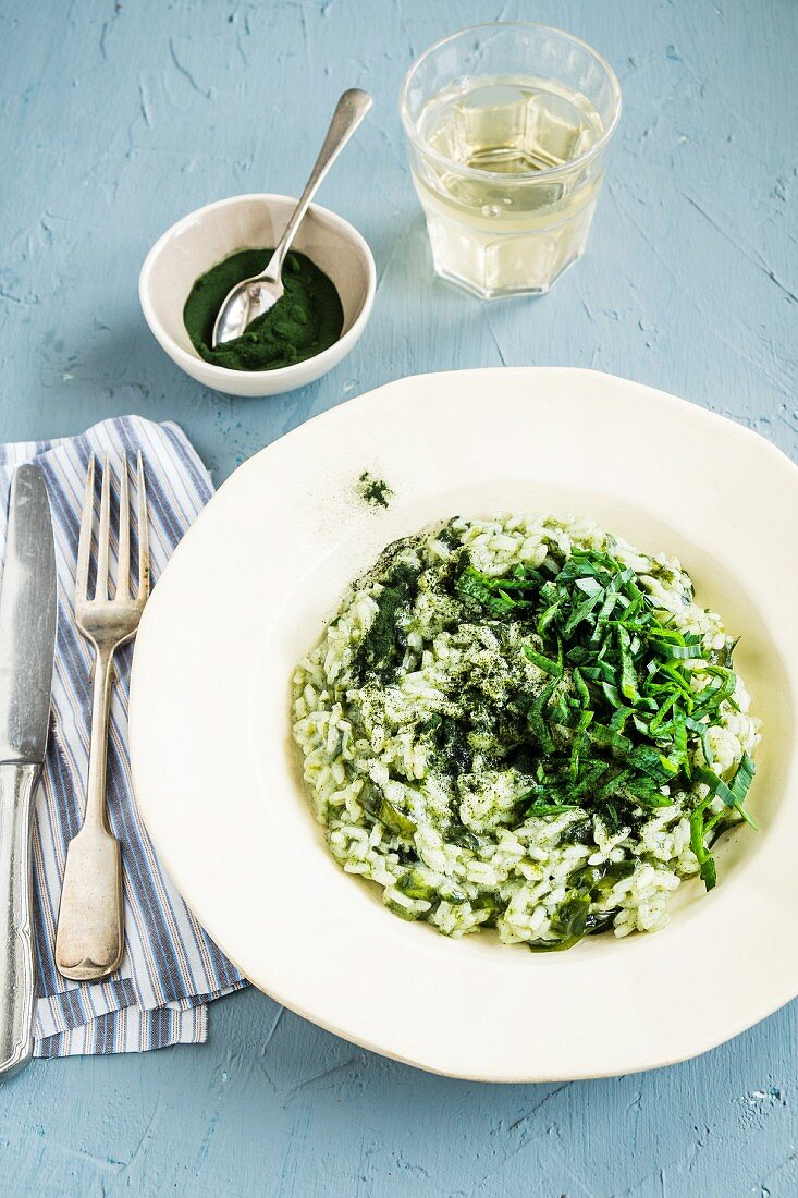 Risotto with leek and chlorella powder