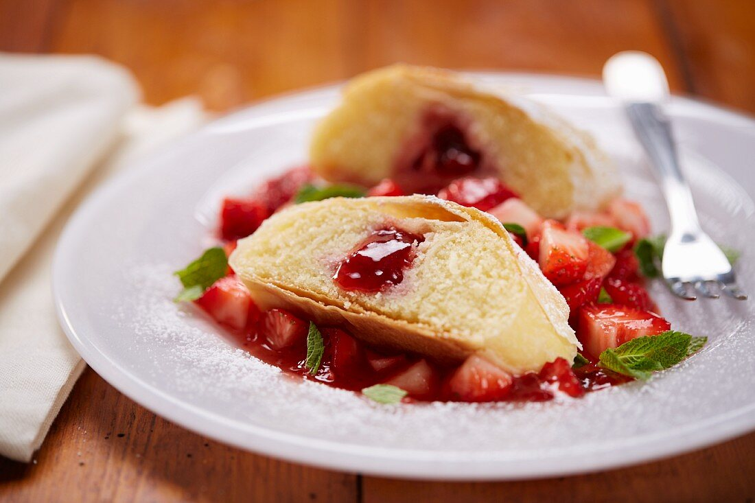 Semolina strudel with strawberries