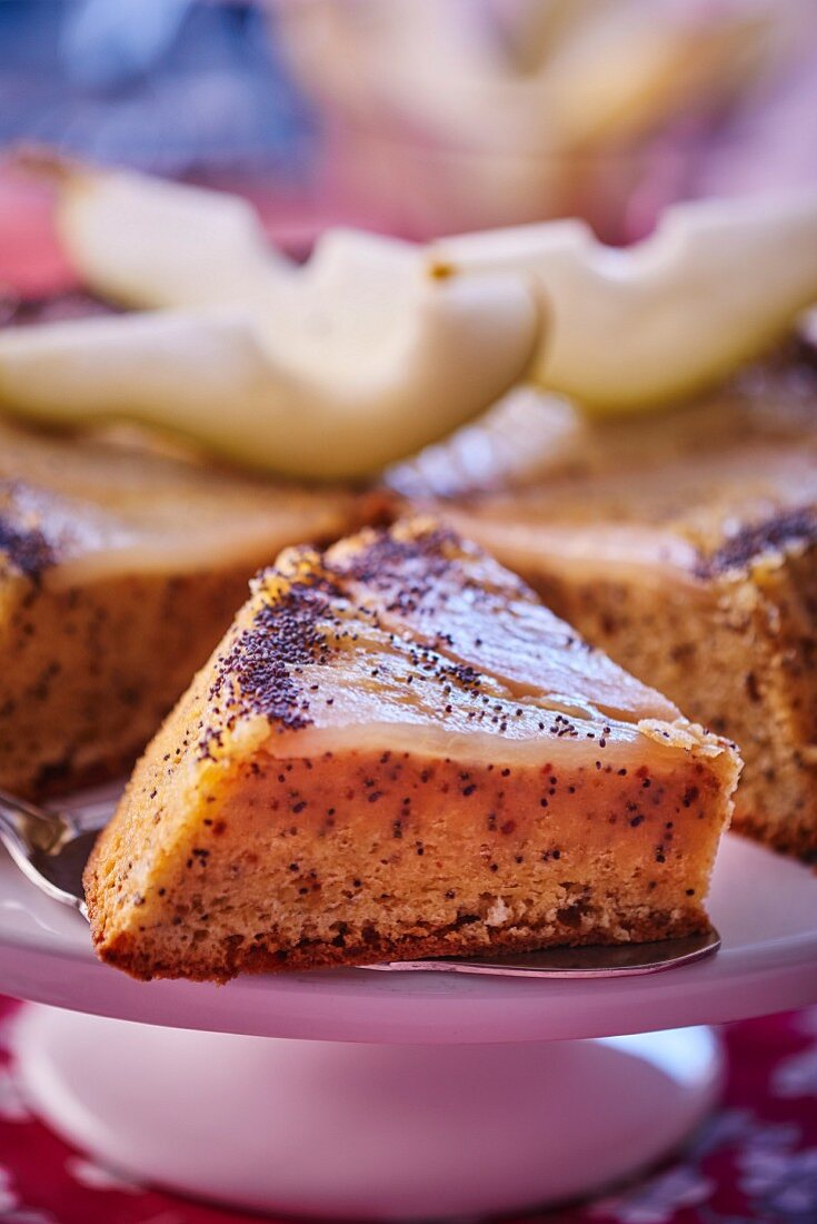 Magic cake with poppy seeds and pears