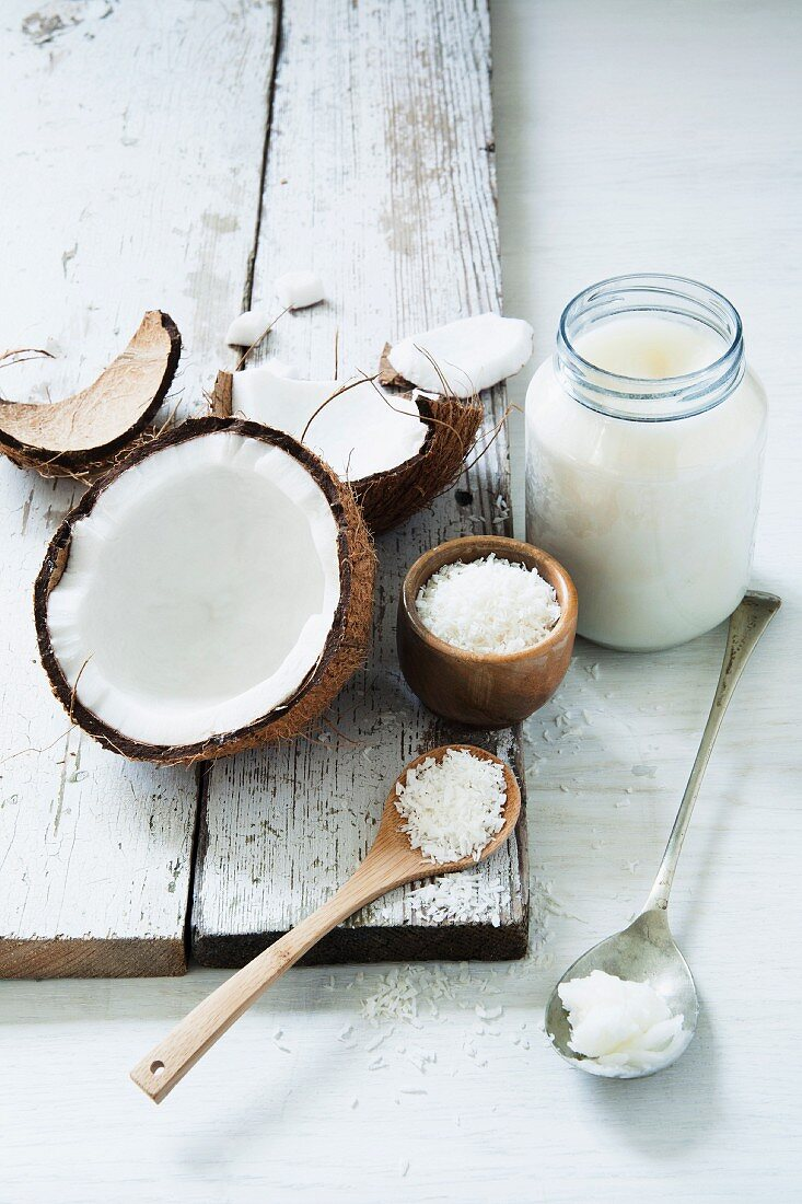 Fresh and desiccated coconut with coconut fat