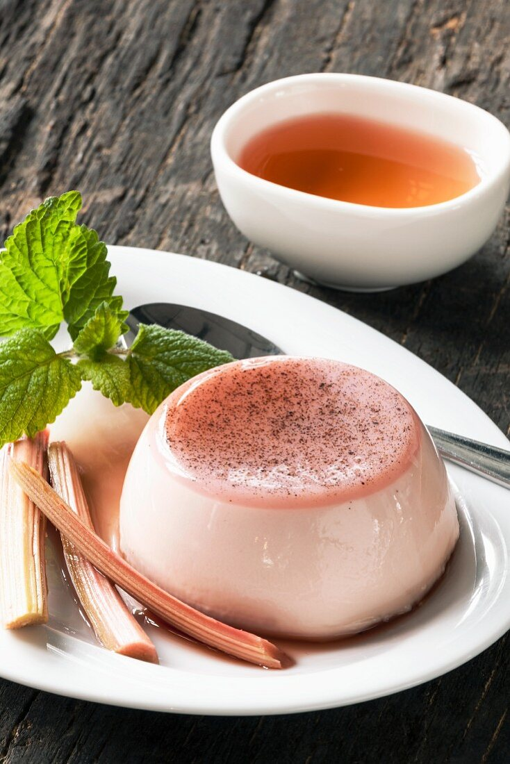 Rhubarb panna cotta with mint