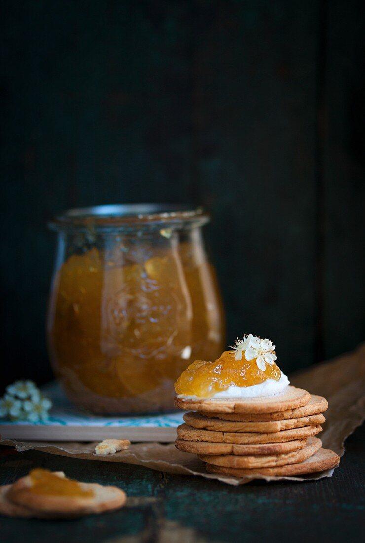 Kekse mit selbstgemachter Feigenmarmelade