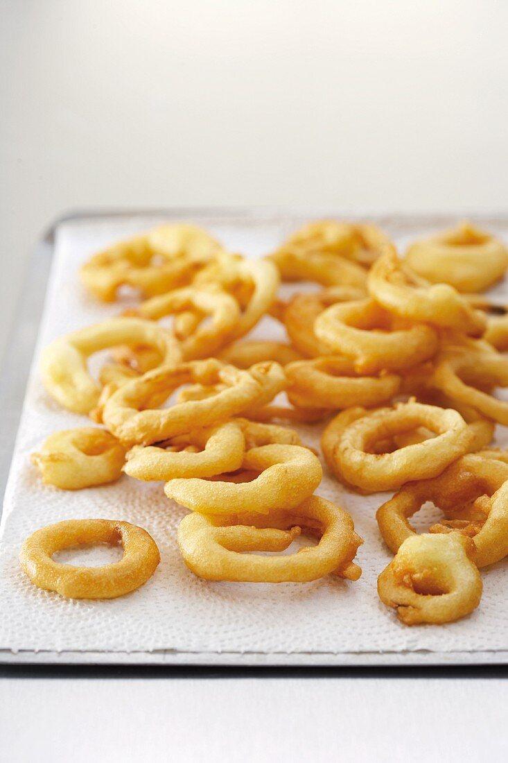 Fried onion rings in tempura batter