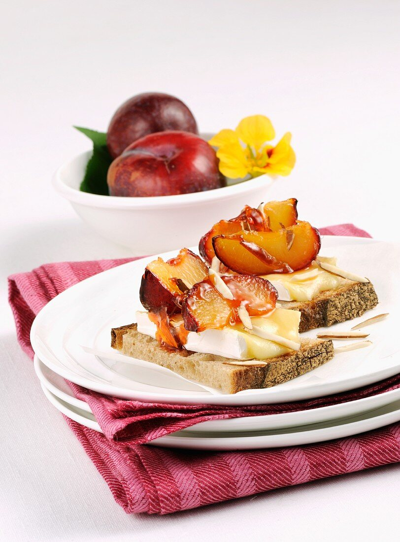 Bread topped with Brie and plums