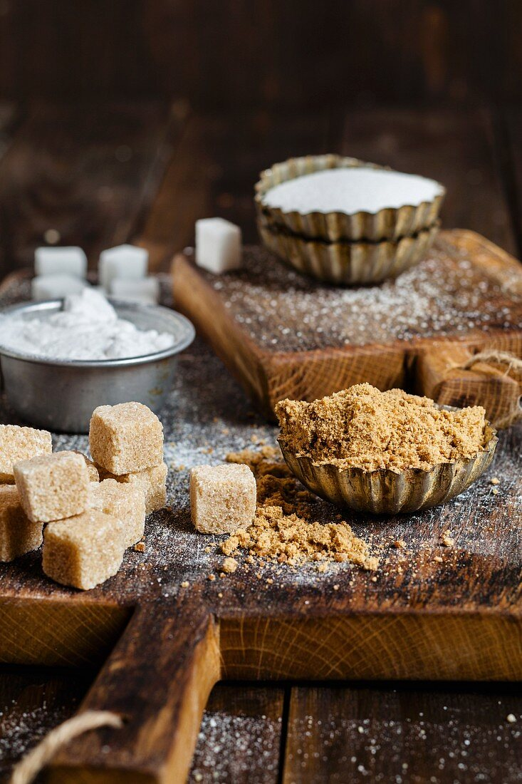 Brown cane sugar and white sugar, granulated and in cubes