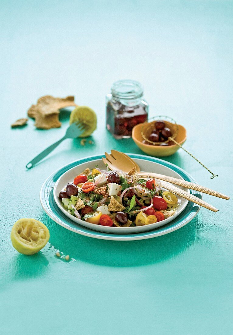Fattoush with a lemon dressing (vegetable salad with unleavened bread, Lebanon)