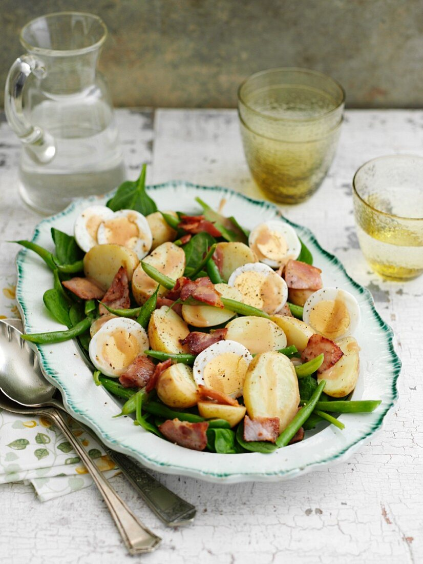 Bistro salad with green beans, potatoes, bacon and egg