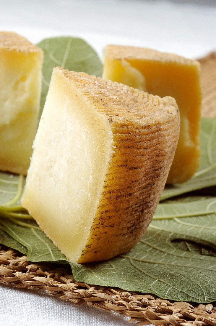 Pecorino di Laticauda Sannita (sheep's cheese from Campania, Italy)