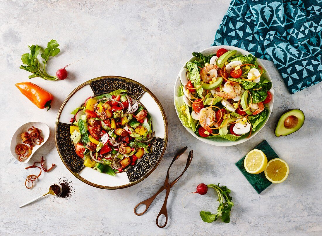 Nahöstliche Salate: Fatoush mit Garnelen und Avocado