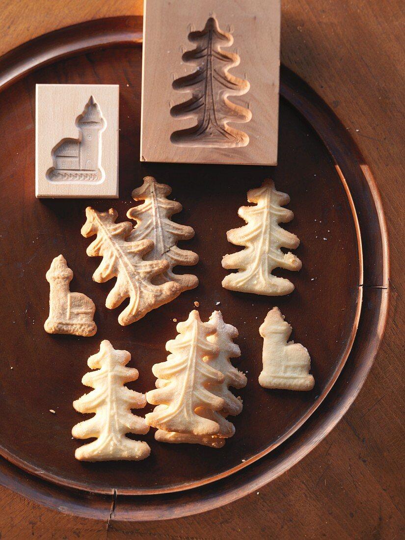 Spekulatius (German Christmas shortcrust biscuits) and wooden moulds