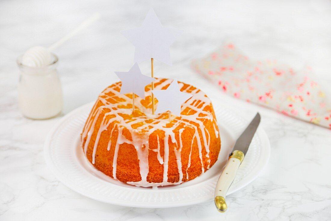 Yoghurt cake with white icing